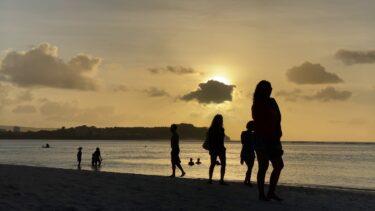 サンセットタイムのグアムのタモンビーチ (4K)
